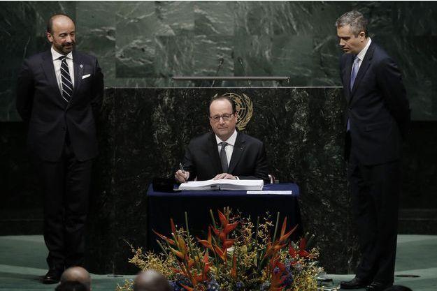 François Hollande a été le premier à signer.