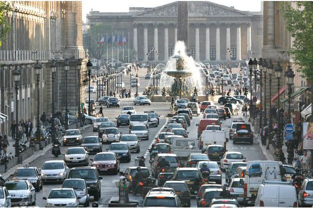 La voiture est bien-sûr l'une des principales causes de pollution sonore à Paris.