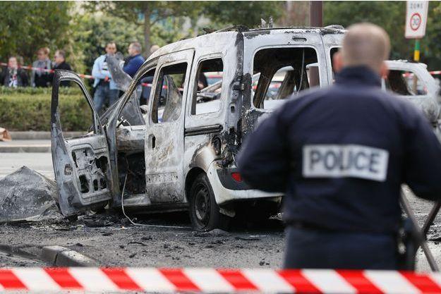 Les policiers ont été visés par des cocktails Molotov à Viry-Châtillon (Essonne).