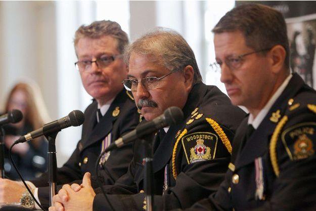 Le chef de la police en conférence de presse.