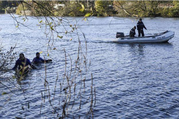 Des gendarmes poursuivent les recherches pour retrouver Alexia Daval.