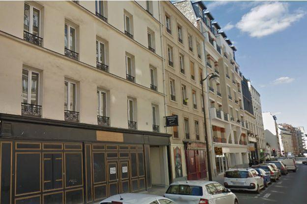 Un père de famille s'est jeté jeudi d'une fenêtre d'un hôtel parisien avec ses deux enfants.Seul un petit garçon de 3 ans a survécu.