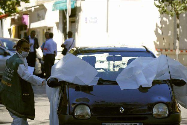 C'est dans cette voiture que l'une des deux victimes a été tuée, place Brossolette à Marseille.