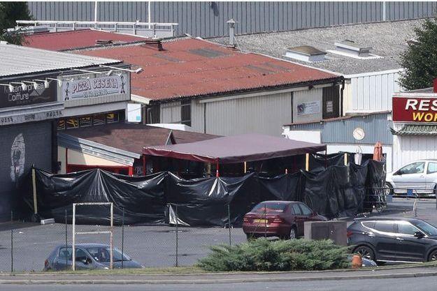 L'homme a foncé dans une pizzeria, tuant une adolescente et blessant douze personnes.