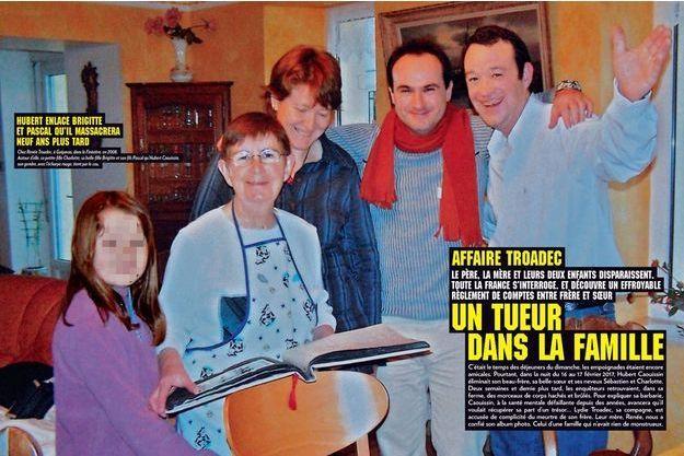 Chez Renée Troadec, à Guipavas, dans le Finistère, en 2008. Autour d'elle, sa petite-fille Charlotte, sa belle- fille Brigitte et son fils Pascal qu'Hubert Caouissin, son gendre, avec l'écharpe rouge, tient par le cou.