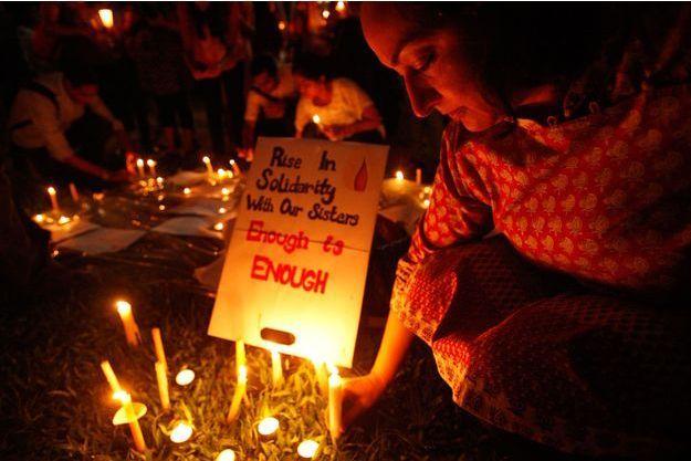 Une veillée en l'hommage de la fille de l'Inde, décédée après un viol en 2013.