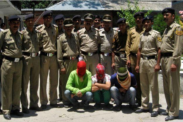 En juin dernier, le viol collectif de la touriste avait ravivé la colère des Indiens et les policiers avaient alors photographié les trois suspects.