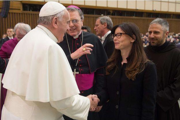 En février 2015, Lucia Annibali rencontrait le pape François.
