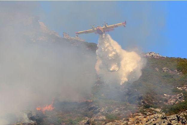 Le feu est maîtrisé en Corse.