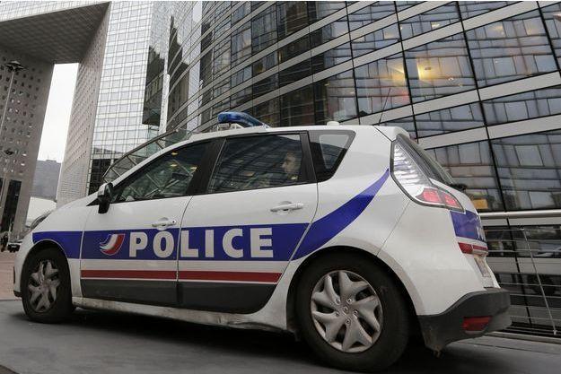 Le corps d'une jeune femme a été découvert dans une voiture en feu (Image d'illustration)