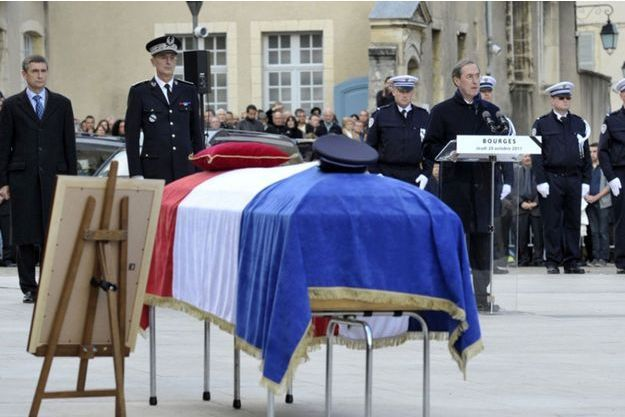 Anne Pavageau, une policière de 30 ans, a été tuée à Bourges en octobre 2011 d'un coup de sabre.