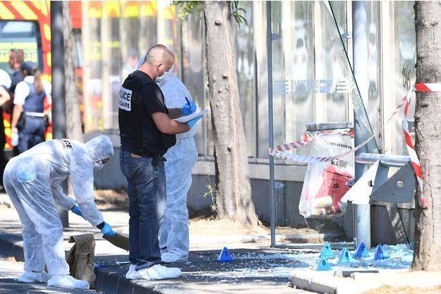 Un piéton a été mortellement fauché par un véhicule près d'un abribus, lundi matin à Marseille.