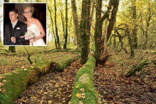 Dissimulé sous des branchages, le corps de la jeune femme a été retrouvé entre ces deux troncs, dans le bois d'Esmoulins. En médaillon : Alexia heureuse au bras de Jonathann, le jour de leur mariage en août 2015.