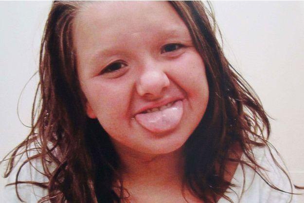 Nicole a été retrouvée morte sur le bord d'une route