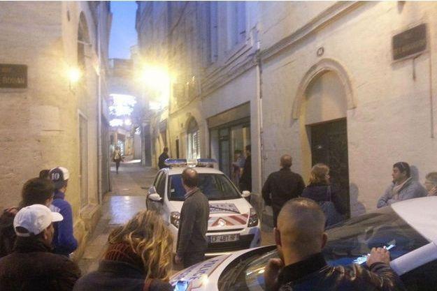La rue de l'Aiguillerie est bloquée suite à la prise d'otages.