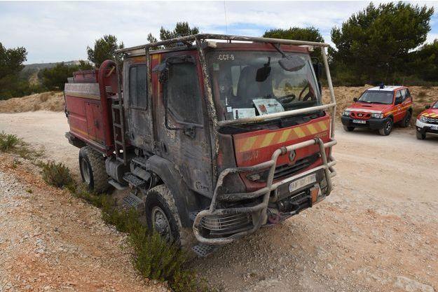 Un fourgon de pompiers brûlé par les flammes d'un violent feu de forêt jeudi à Chateauneuf-les-Martigues, près de Marseille (Image d'illustration).