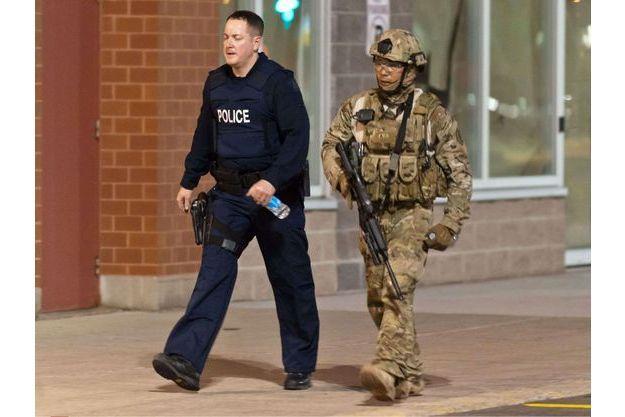 Des officiers de police sillonnent Moncton pour protéger la population.