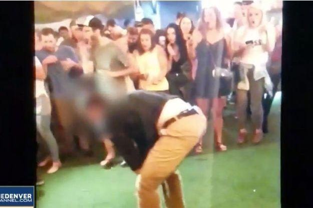 L'agent du FBI a blessé par mégarde un homme dans un bar en se déhanchant sur la piste de danse.