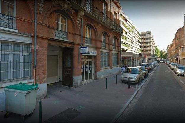 Un policier a été poignardé dans le commissariat de la rue du Rempart St-Etienne à Toulouse.