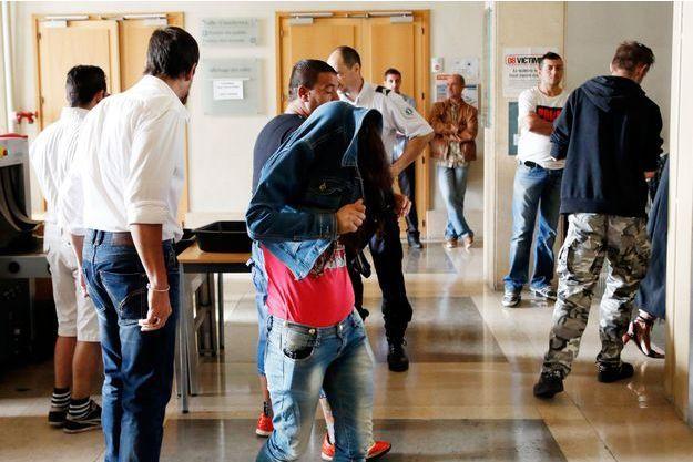 Arrivée au tribunal de Marseille de l'un des principaux témoins dans le procès des six Bulgares jugés pour esclavagisme moderne.
