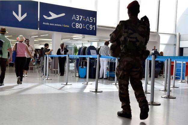 La mère de famille a été interpellée lundi à l'aéroport parisien de Roissy (image d'illustration)
