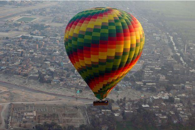Une montgolfière en Egypte. Image d'illustration.