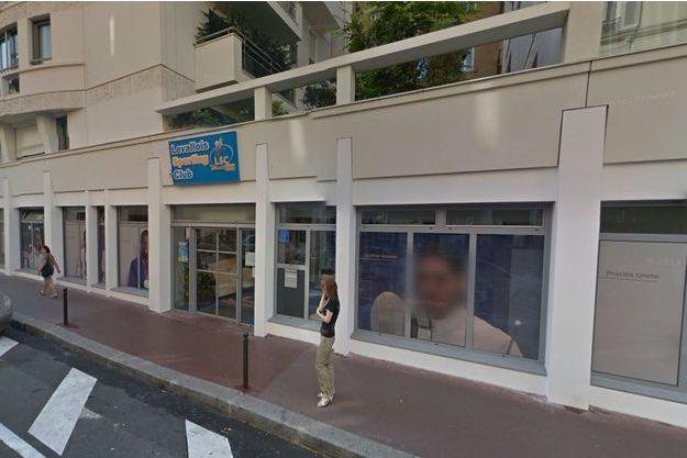 L'entraîneur du club de tennis de Levallois est accusé de quatre viols.