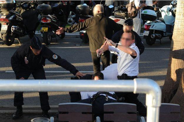 L'homme ayant tiré lors du Grand Journal est maitrisé par la police.