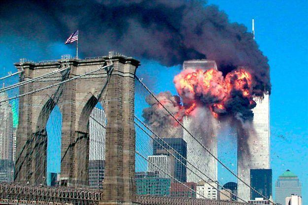 Une image gravée dans toutes les mémoires des tours jumelles percutées par deux avions de ligne le 11 septembre 2001.