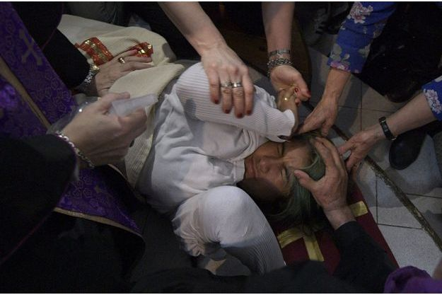 Séance d'exorcisme dans une église de Buenos Aires