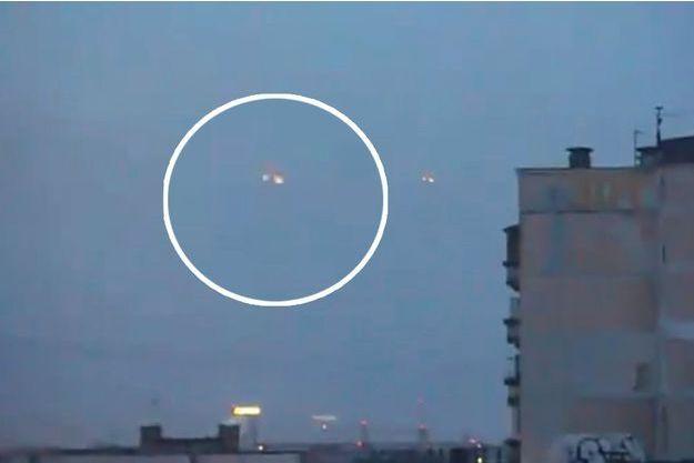 Le prétendu OVNI filmé début avril au-dessus de Saint-Petersbourg.