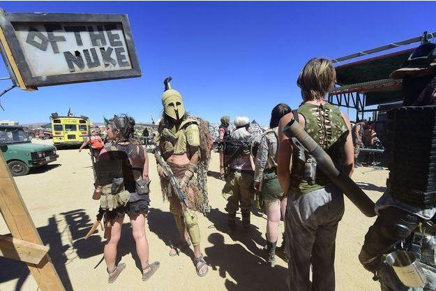 Mad Max Mojave el de de fanáticos invaden Los desierto T1JlKFc