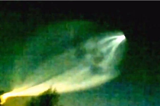 Le spectaculaire phénomène lumineux filmé à Perm, en Russie.