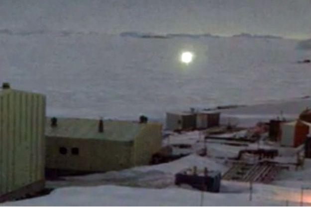 La lumière filmée fin juin par la webcam de la station Davis.