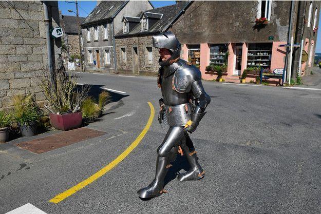 La Un Médiévale Habillé Traverse D'une Bretagne Homme Armure nk0wOP
