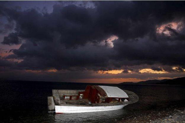 Une embarcation échouée à Lesbos. (photo d'illusration)