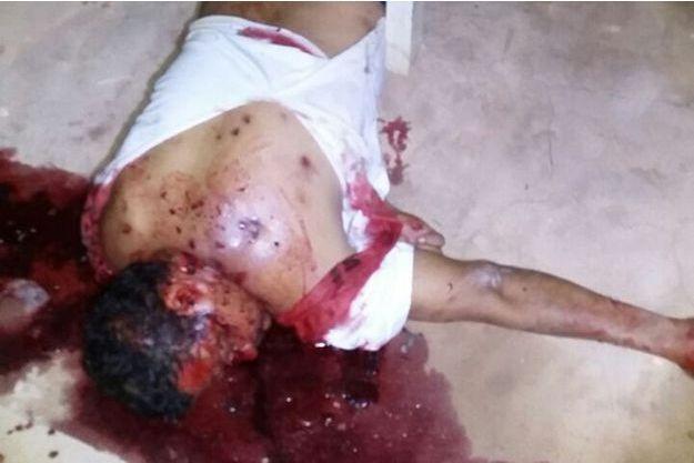 Photo d'un détenu tué à l'arme blanche dans la prison du Pamc (Pénitentiaire agricole de Monte Cristo), au Brésil.