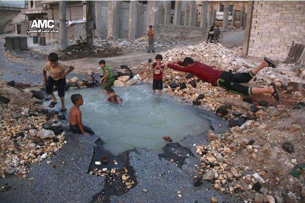 De jeunes habitants d'Alep.