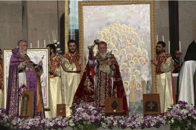 Le Catholicos Karékine II procède à la canonisation collective des victimes du génocide, jeudi soir.