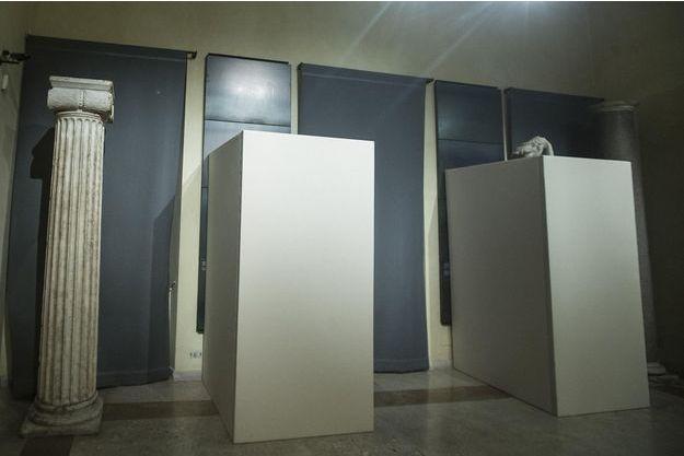 Les statues de nus recouvertes au musée du Capitole de Rome pour la venue du président iranien Hassan Rohani.