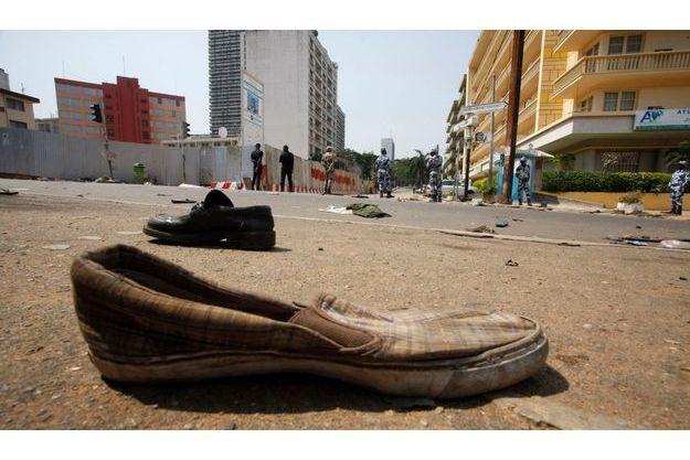 Au lendemain du drame, sur les lieux de la bousculade à Abidjan.