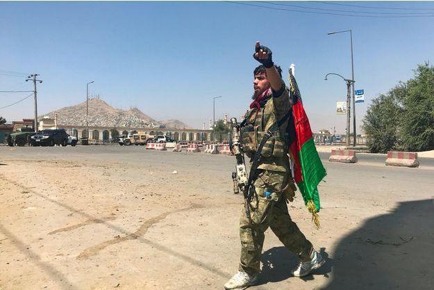 En De Des Cours À AfghanistanCombats Roquettes KaboulAprès Tirs HDIW2E9
