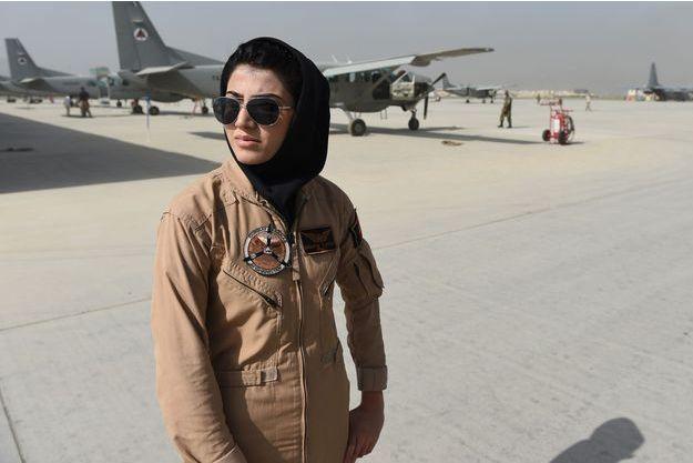 Niloofar Rahmani, la première femme pilote de l'armée afghane, photographiée à Kaboul en avril 2015.