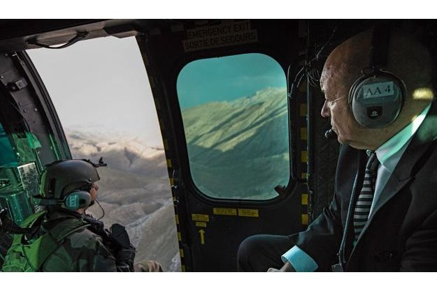 Mardi 17 juillet, survolant l'Hindu Kuch à bord d'un hélicoptère Caracal, le ministre de la  Défense rejoint Nijrab, la base du Nord encore occupée par nos troupes. Pour nos soldats, c'est une autre épopée non dénuée de dangers qui commence. Depuis le 4 juillet,  ils ne peuvent intervenir que si l'Armée nationale afghane les y autorise.