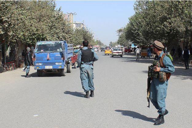 Des policiers afghans à Kunduz, le 3 octobre 2016.