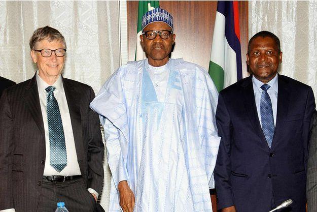 Aliko Dangote aux côtés du président nigérian Mohammadu Buhari et du milliardaire Bill Gate en janvier 2016.
