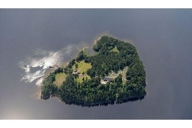 Une vue aérienne de l'île d'Utoya.