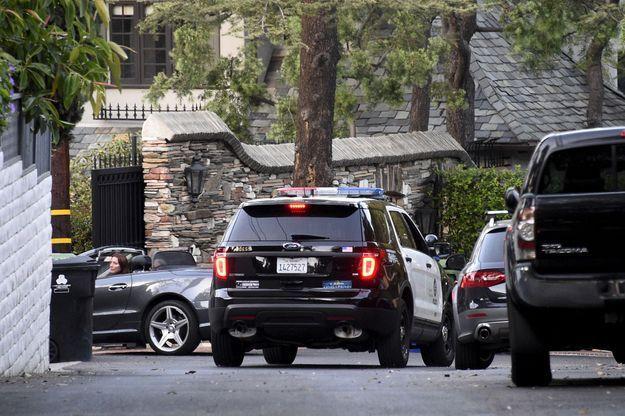 Une voiture de police photographiée près de la maison d'Andrew Getty, mercredi.