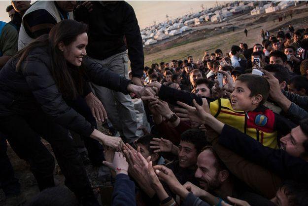 Angelina Jolie a rendu visite aux déplacés kurdes près de Dohouk, dans le nord de l'Irak