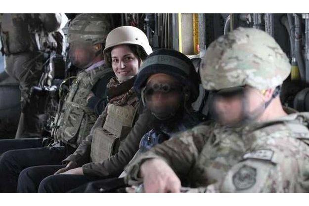 Anne Smedinghoff survolant la province de Helmand.